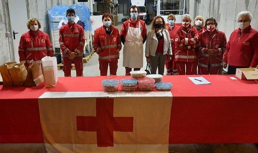 Grande successo della Pizzocherata della Cri di Varese. «Aiutateci ad aiutare»