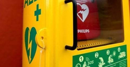 L'Hotel del Sacro Monte donerà al borgo il nuovo defibrillatore, l'inaugurazione con la Croce rossa di Varese